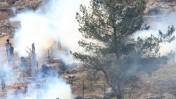 גז מדמיע בהפגנה בבילעין. 17.12.10 (צילום: קרן פרימן)