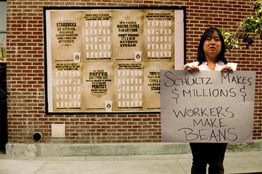 קמפיין מחאה נגד רשת סטארבאקס בארצות-הברית (צילום: Brave New Films, רשיון cc-by)