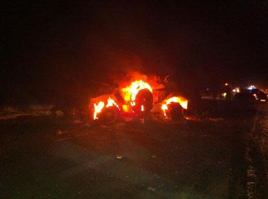 """נגמ""""ש מצרי בוער אתמול בגבול הדרום (צילום: דובר צה""""ל)"""
