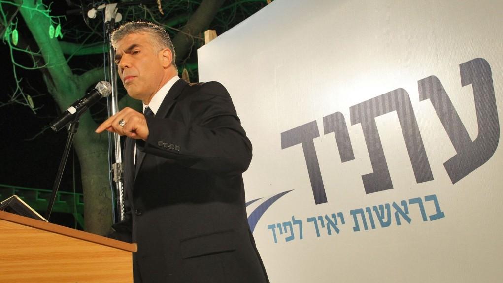 הפוליטיקאי ובעל הטור יאיר לפיד בכנס פוליטי, אתמול (צילום: מאיר פרטוש)