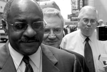 האוול ריינס (במרכז) וג'רלד בויד (משמאל) (צילום: רויטרס)