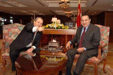מימין: חוסני מובארכ ואהוד ברק בפגישה בשארם א-שייח, 26 בדצמבר 2006 (צילום: פלאש 90)