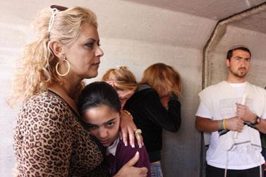 אזרחים מתחבאים מפני קסאם, החודש בשדרות (צילום: פלאש 90)