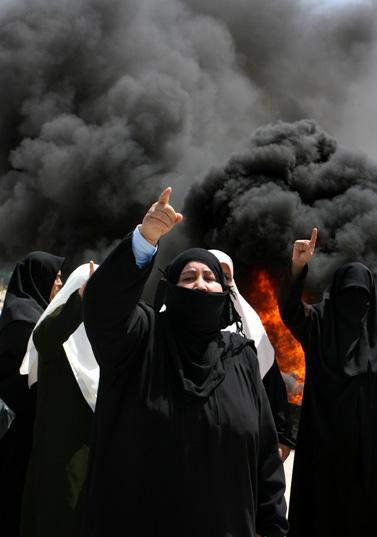 הפגנה של חמאס ליד מעבר קרני בשבת (צילום: פלאש 90)