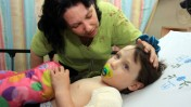 שילה, תסתכל לו בעיניים. אמיר ארד בן השלוש מקיבוץ גבים שנפגע אתמול מקסאם (צילום: פלאש 90)