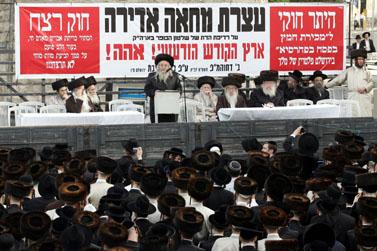 הפגנה חרדית נגד מכירת חמץ, אתמול בירושלים (צילום: פלאש 90)