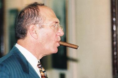 זכות הציבור לדעת. אולמרט ב-1997 (צילום: פלאש 90)