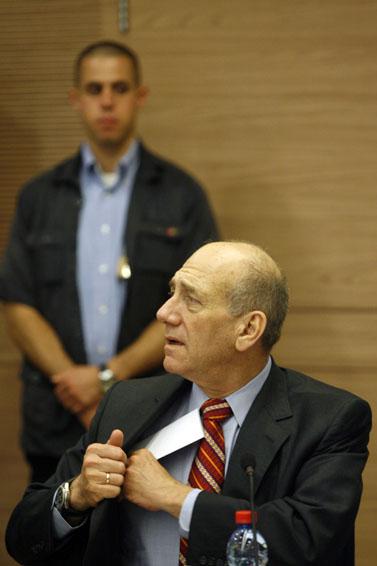 אהוד אולמרט בישיבת ועדת החוץ והביטחון, אתמול בכנסת (צילום: מיכל פתאל)