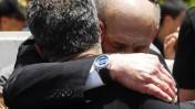 ראש הממשלה אהוד אולמרט ואיש הטלוויזיה יאיר לפיד אתמול בהלוויית יוסף (טומי) לפיד (צילום: אבי אוחיון)