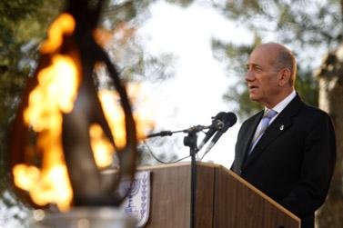 ראש הממשלה אהוד אולמרט נואם בטקסם זיכרון בגבעת-התחמושת, שלשום (צילום: אוליביה פיטוסי)