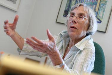 השופטת בדימוס דליה דורנר אתמול בלשכתה (צילום: אוליביה פיטוסי)