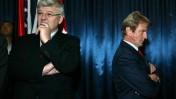 שר החוץ הצרפתי ברנאר קושנר (מימין) ושר החוץ הגרמני יושקה פישר, מחכים לשרת החוץ ציפי לבני, היום במשרד החוץ בירושלים (צילום: אוליבייה פיטוסי)