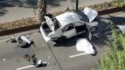 שרידי מכוניתו של העבריין יעקב אלפרון, שנרצח אתמול בתל-אביב (צילום: גדעון מרקוביץ')