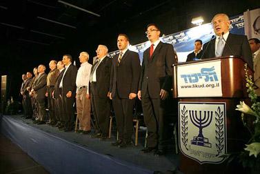 נבחרי הליכוד חוגגים, היום בתל-אביב (צילום: מיכל פתאל)