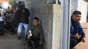 אזרחים מסתתרים בעת התקפת רקטות באשקלון, אתמול (צילום: פלאש 90)