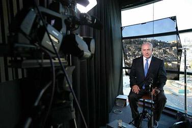 """יו""""ר הליכוד בנימין נתניהו מתראיין לרשת הטלוויזיה אל-ג'זירה (צילום: מיכל פתאל)"""