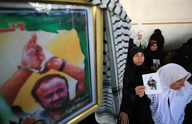 הפגנה למען שחרור אסירים פלשתינים, אתמול בעזה (צילום: ויסאם נסאר)