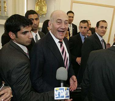 אהוד אולמרט בטקס בבית הנשיא (צילום: אוליביה פיטוסי)