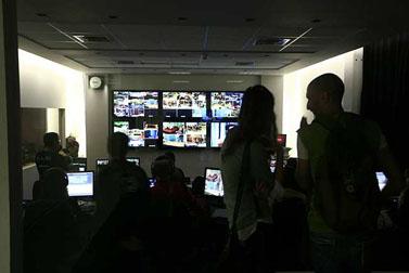 """חדר ההפקה של התוכנית """"האח הגדול"""", אולפני ערוץ 2 בנווה אילן, אוקטובר 2008 (צילום: נתי שוחט)"""