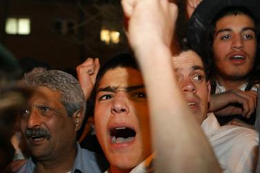 קריאות זעם ואבל מחוץ לישיבת מרכז הרב, אתמול בירושלים (צילום: פלאש 90)