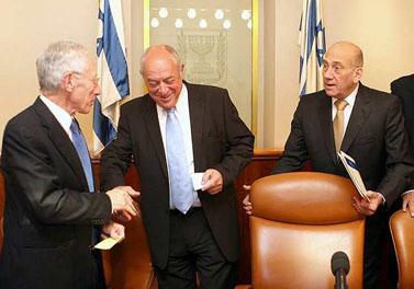 מימין: ראש הממשלה, שר האוצר ונגיד בנק ישראל, אתמול בכנסת (צילום: פלאש 90)