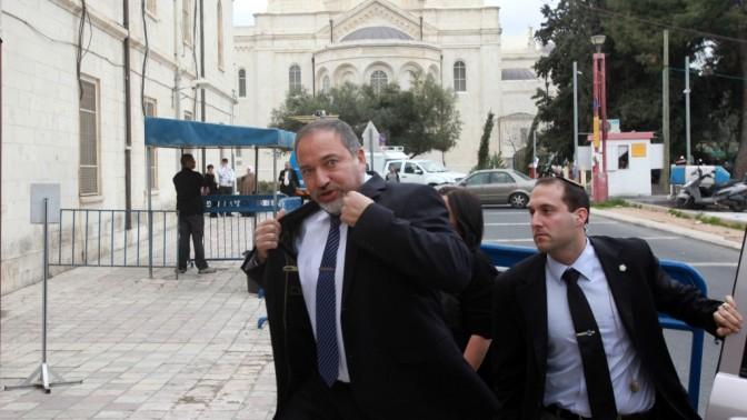 אביגדור ליברמן בכניסה לבית-המשפט בירושלים, אתמול (צילום: יוסי זמיר, פלאש 90)