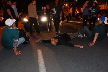 """הפגנת נכי צה""""ל נגד משרד הביטחון, אתמול בתל-אביב (צילום: גיל יערי)"""