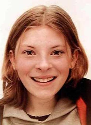 """מילי דאלוור, הנערה בת ה-13 שהתא הקולי של הטלפון הסלולרי שלה נפרץ, לפי החשד, על-ידי אנשי """"ניוז אוף דה-וורלד"""". דאלוור נחטפה ונרצחה על-ידי רוצח סדרתי"""