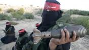 חברה בארגון הטרור החזית-העממית במהלך אימון צבאי בחאן-יונס, אתמול (צילום: עבד רחים חטיב)