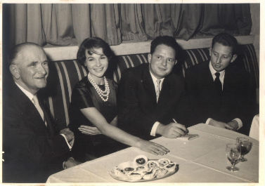 משמאל: אורי קיסרי, השחקנית פרנסואז ארנול, טומי לפיד, גיל קיסרי. שנות ה-60