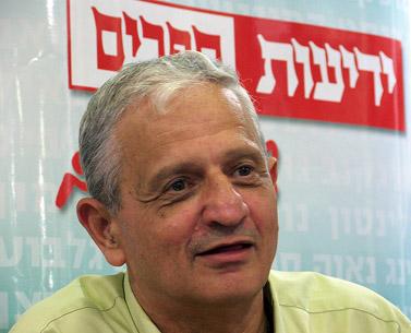 נחום ברנע. תל-אביב, 2008 (צילום: עידו קינן, חדר 404)