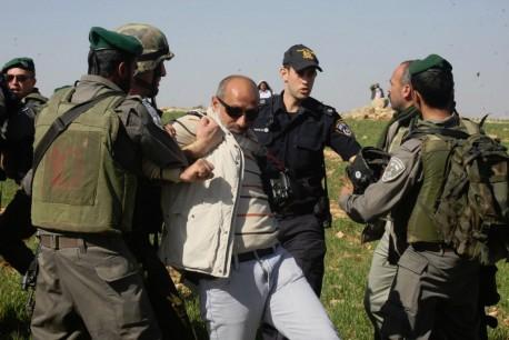 צלם העיתונות נאסר שיוכי נעצר בידי כוחות הביטחון, 2.2.2013 (צילום: AP)