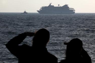 הספינה מאבי-מרמרה מובלת לנמל אשדוד (צילום: קובי גדעון)