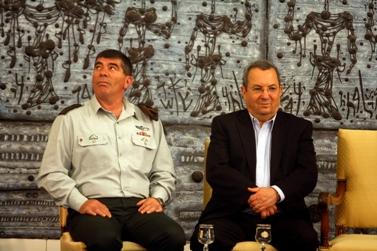 """הרמטכ""""ל, רב-אלוף גבי אשכנזי, ושר הביטחון אהוד ברק (צילום: ליאור מזרחי)"""