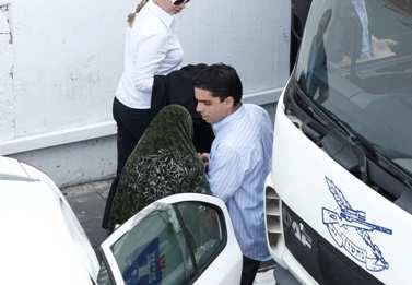 א', עדת התביעה במשפט קצב, מגיעה לבית-המשפט (צילום: יוסי זליגר)