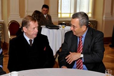 ואצלב האבל ושר הביטחון אהוד ברק, בשבוע שעבר בפראג (צילום: פלאש 90)