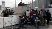 """צלמים מתעדים פעילות צה""""ל במחסום קלנדיה, יום שישי (צילום: אורן נחשון)"""