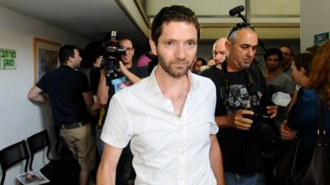 """עיתונאי """"הארץ"""" אורי בלאו בעת משפטו באשמת החזקת מסמכים סודיים, 24.7.12 (צילום: יוסי זליגר)"""