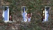 ראשי ערוץ 10 מתבצרים במשרד ראש הממשלה, בדרישה למנוע את סגירתו בשל חובותיו למדינה, 8.11.12 (מימין: מיכל גרייבסקי, אבי בלשניקוב ויואב הלדמן. צילום: יונתן זינדל)