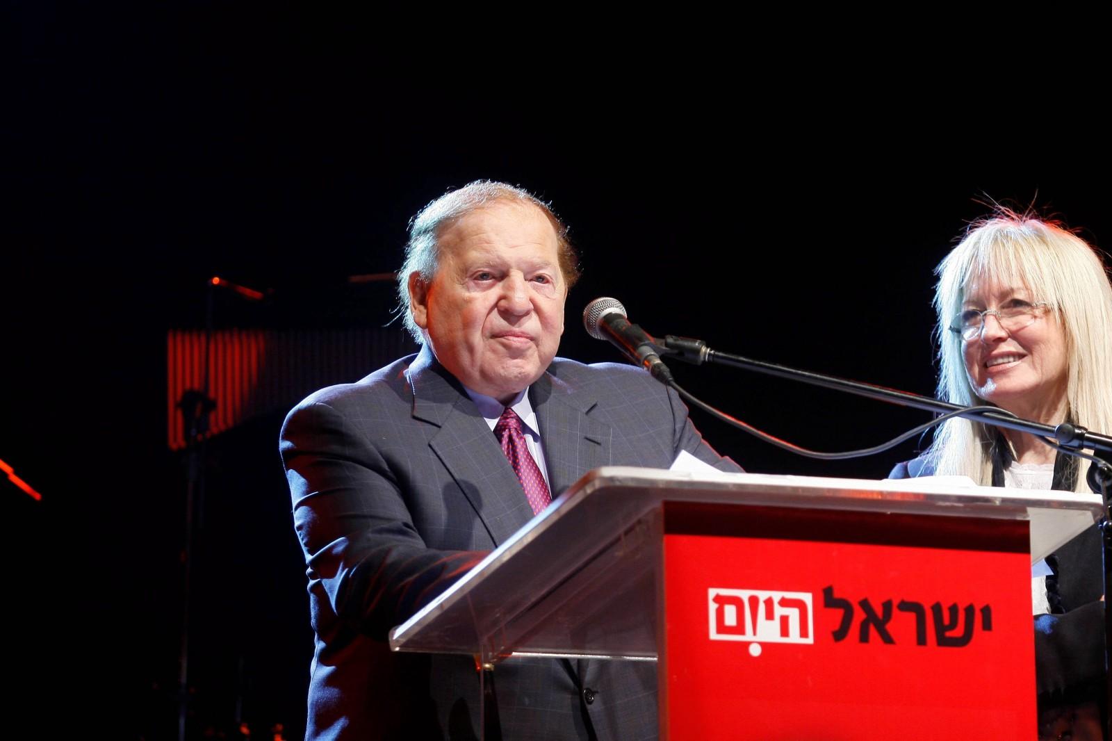 """מרים אדלסון ושלדון אדלסון באירוע של """"ישראל היום"""", 26.12.09. צילום: יחצנות"""