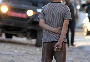 ילד פלסטיני, אתמול בשכונת שועפאט בירושלים (צילום: אוריה תדמור)