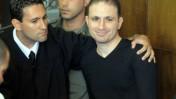העבריין אסי אבוטבול (מימין) אתמול בבית-המשפט (צילום: יוסי זליגר)