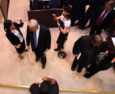 ראש הממשלה בנימין נתניהו (במרכז), אתמול בכנסת (צילום: קובי גדעון)