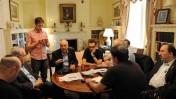 """ראש הממשלה בנימין נתניהו מתייעץ עם עוזריו, היום במעון הרשמי בוושינגטון, ארה""""ב (צילום: אבי אוחיון, לע""""מ)"""