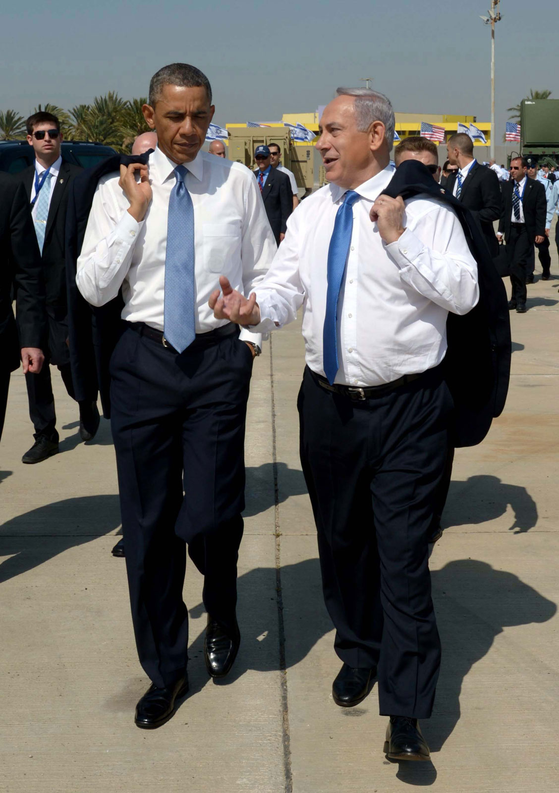 """נשיא ארה""""ב ברק אובמה וראש ממשלת ישראל בנימין נתניהו בשדה התעופה בן-גוריון, אתמול (צילום: אבי אוחיון, לע""""מ)"""