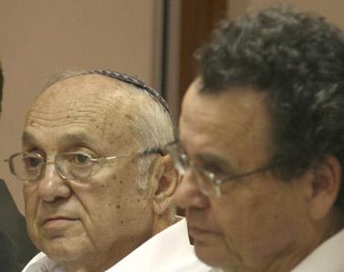 שר המשפטים היוצא דניאל פרידמן (מימין) ושר המשפטים הנכנס יעקב נאמן, אפריל 2009 (צילום: אנה קפלן)