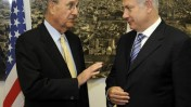 ראש הממשלה בנימין נתניהו (מימין) והשליח האמריקאי ג'ורג' מיטשל, בפגישה בירושלים. פברואר 2009 (צילום: פלאש 90/מתי שטרן)