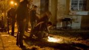 שוטרים בוחנים את שרידי הרקטה שנורתה אתמול מעזה לבאר-שבע (צילום: דימה וזינוביץ')