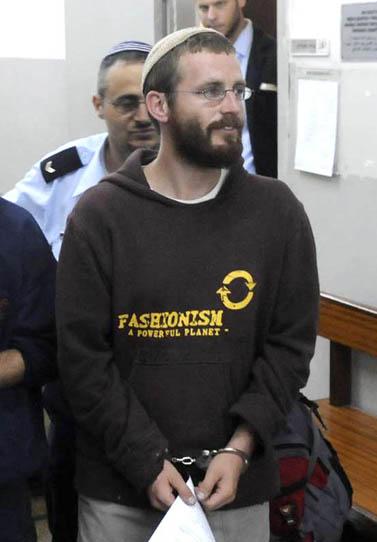 חיים פרלמן מובא בפני שופט בית משפט השלום בתל-אביב להארכת מעצרו, 15.4.2010 (צילום: יוסי זליגר)