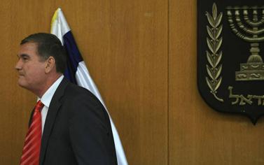 חיים רמון אתמול בכנסת, לאחר מסיבת העיתונאים שבה הודיע על פרישתו (צילום: קובי גדעון)